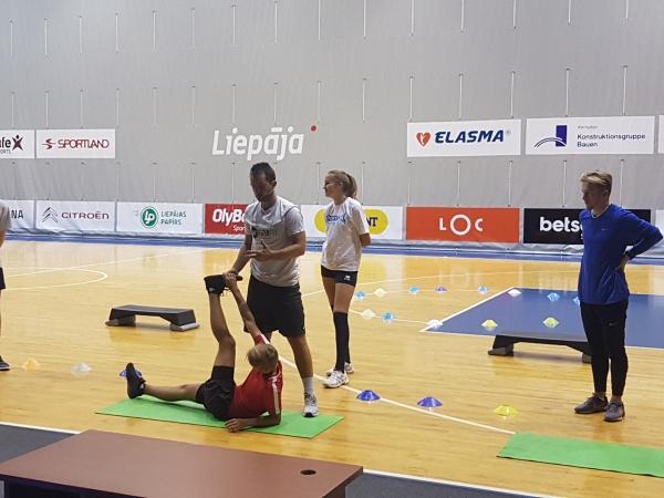 Sporta skolu treneri mācās mūsdienu tendences sportistu fiziskajā sagatavošanā