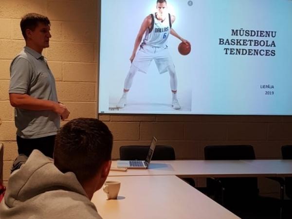 Arvis Steckis vada semināru basketbola treneriem
