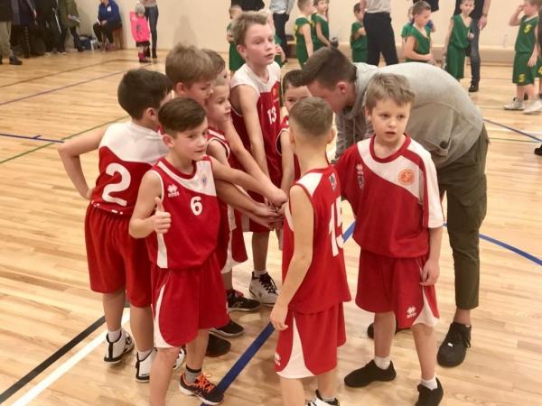 Jaunie basketbolisti piedalās Ziemassvētku kausa izcīņā
