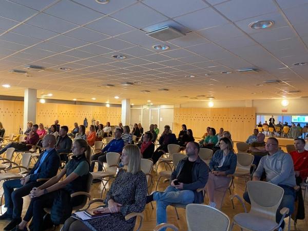 Vecāku padomes sapulcē iepazīstina ar iespējām veselības centrā